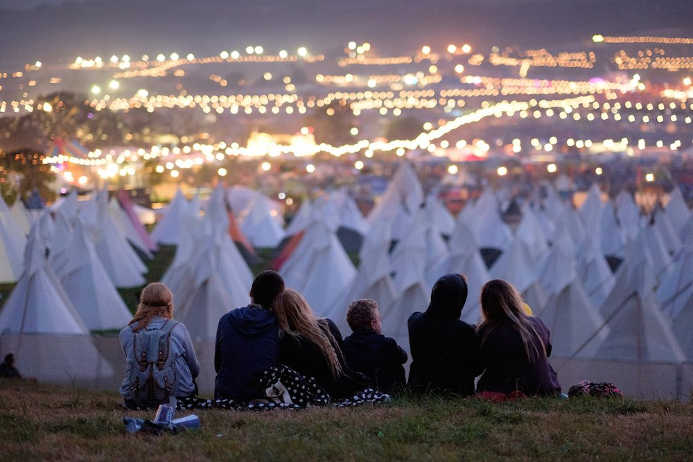 SWNS_GLASTONBURY_864