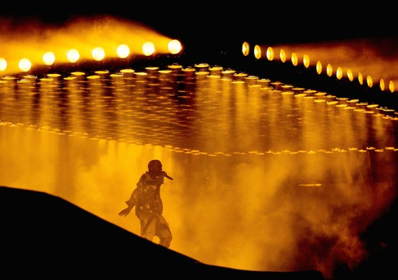 Kanye West Glasto Lights