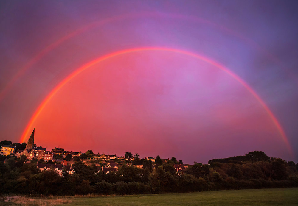 SWNS_RED_RAINBOW_02